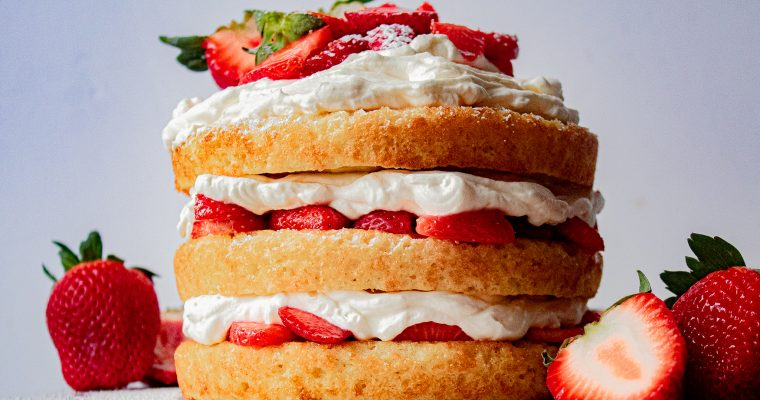 Vanilla Cake with Strawberries