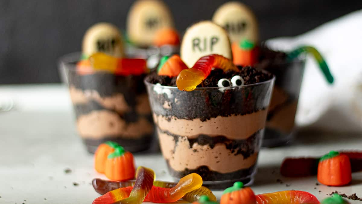 dirt cups with gummi worms