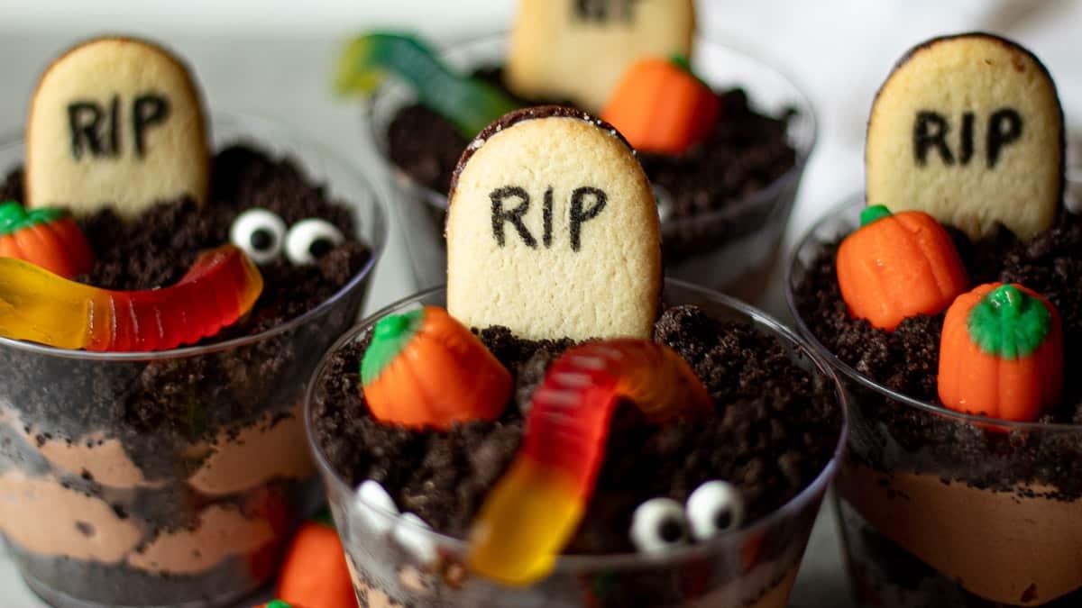 dirt dessert halloween cups